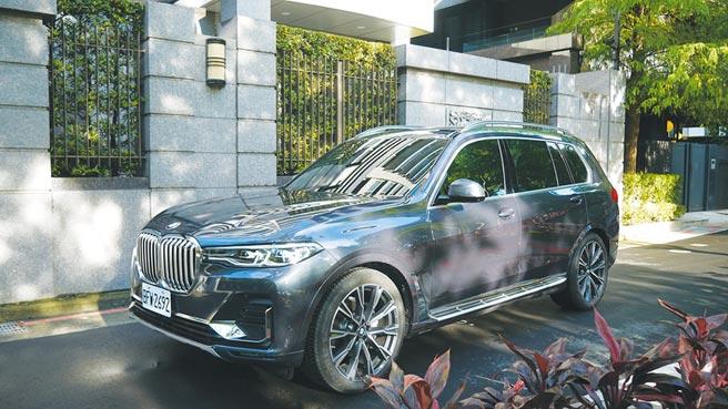 全新BMW X7外型雖暗藏跑格,但整體線條設計明顯強調沉穩、大器!攝影/于模珉