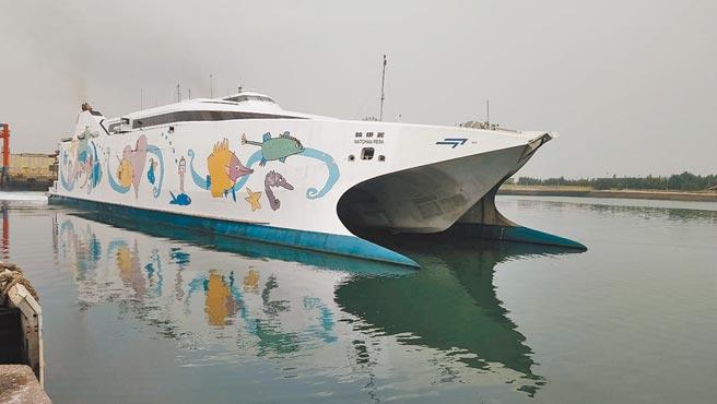 「麗娜輪」10日從台中港啟程試航,台中港至澎湖可望再度復航。(陳淑娥攝)