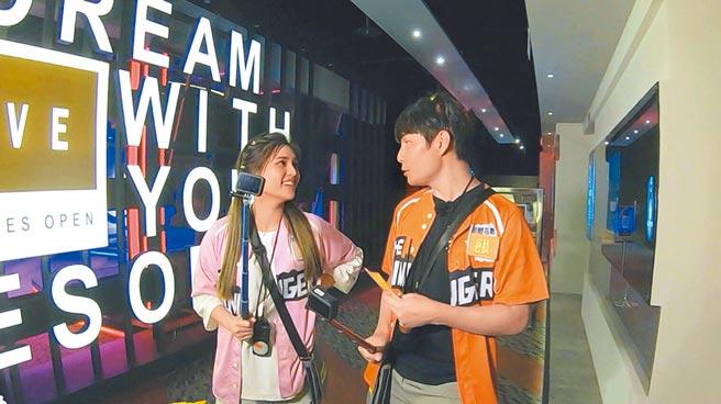 夏宇童(左)、孫協志日前一起錄《飢餓遊戲》,氛圍充滿粉紅泡泡。(中視提供)