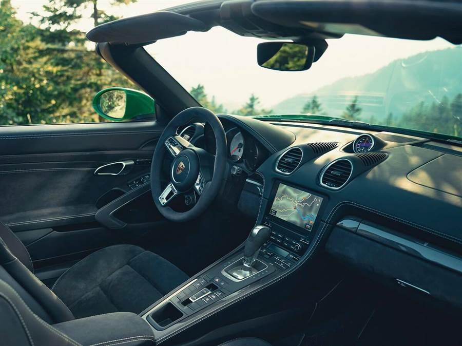 Porsche開始供應718 Spyder與Cayman GT4 PDK雙離合器變速箱