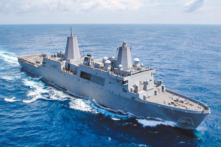 美國太平洋艦隊8日發布消息,指美國海軍2艘兩棲艦船日耳曼城號和新奧爾良號(見圖),6日在南海展開航行訓練活動。(摘自美國太平洋艦隊臉書)