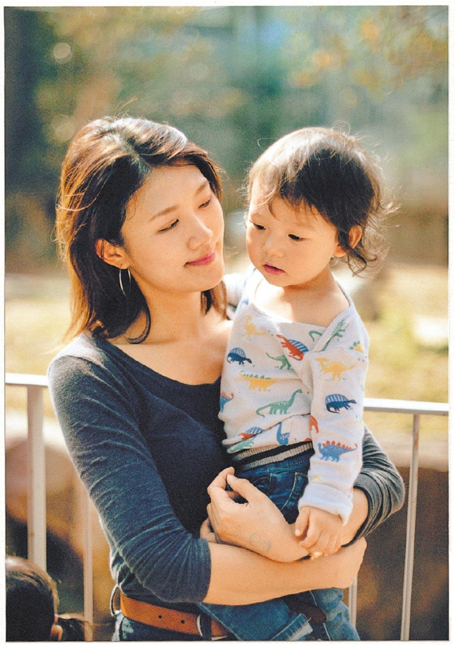 湯舒皮表示,希望將《Soupy媽媽日記》當作孩子2歲的生日禮物。(大塊文化提供)
