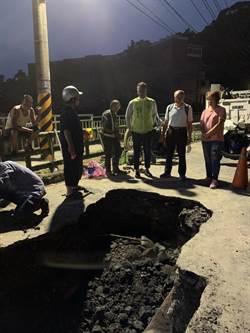基隆爆水管水淹中和路 多戶居民無水可用
