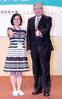 台灣邁向超高齡 智慧長照成新解方