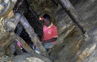 剛果金礦礦坑崩塌 預料至少50人喪命