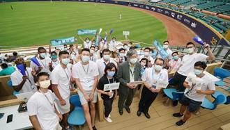 中職》體育署長帶頭 帶30名外籍生看棒球