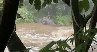 新北八煙野溪溫泉水暴漲 1名男子受困