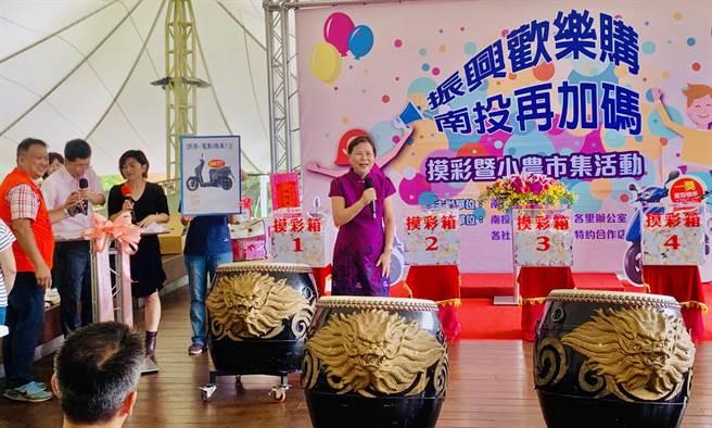 南投市振興券再加碼,市長宋懷琳表示創造5000萬元商機。(廖志晃攝)