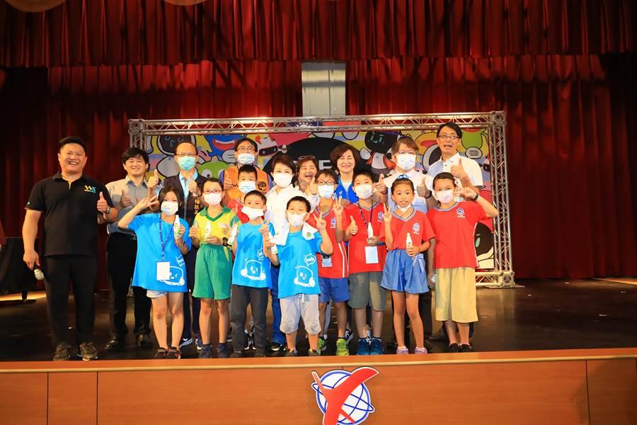 中華機器人教育推廣學會與AI人工智能交握學會,12日在台中市立福科國中舉辦第二屆「2020 CREA凱比機器人兒童創意程式競賽」。(盧金足攝)