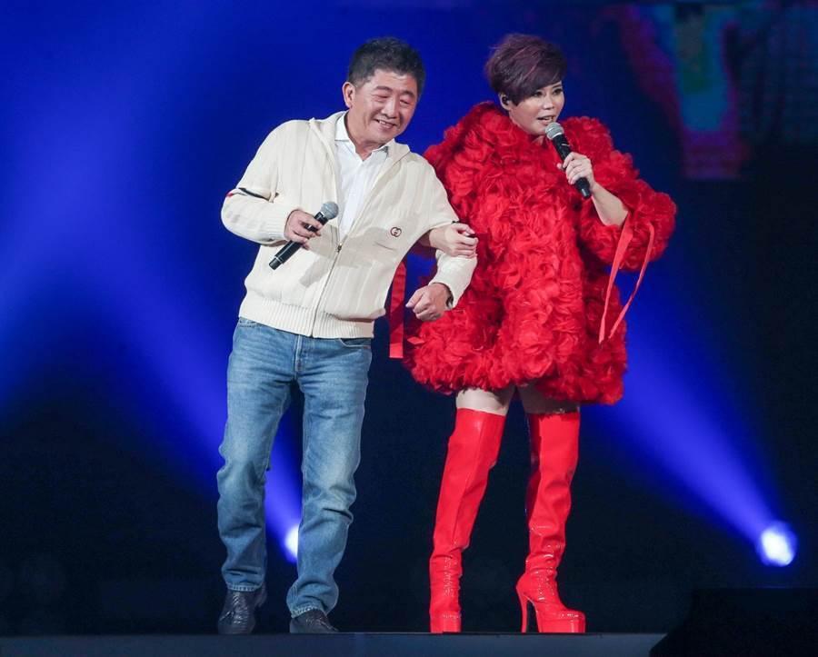 詹雅雯在台北小巨蛋开唱,邀来陈时中担任惊喜嘉宾。(粘耿豪摄)
