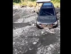 武界水壩釀2死2失蹤畫面曝光!車頭插入河床 露營處一片狼藉