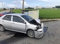 「牛頭牌」撞捷豹!車頭全毀 兩駕駛輕傷