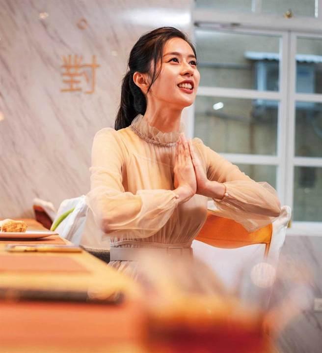 熟悉手語的廖曉彤在《中央流行藝情指揮中心》詮釋手譯員廣為人知。(圖/張祐銘攝)