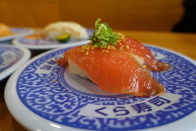 9月15日起於全台門市推出期間限定壽司,此為「特製醃漬鮪魚」。(黃采薇攝)