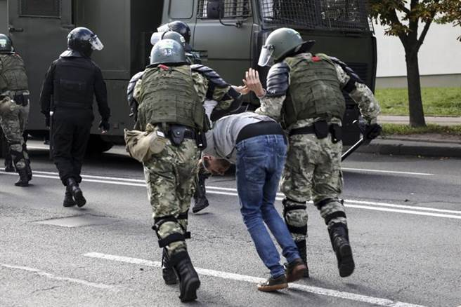 白羅斯政府對抗爭者採取更多的逮捕行動。(圖/美聯社)