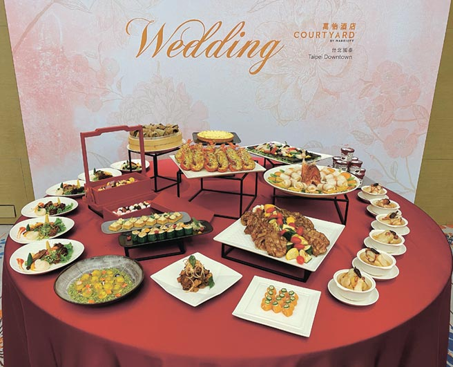 台北國泰萬怡酒店推出21,888元起桌的「怡然安心.好婚成家」八人婚宴專案。圖/吳正弘