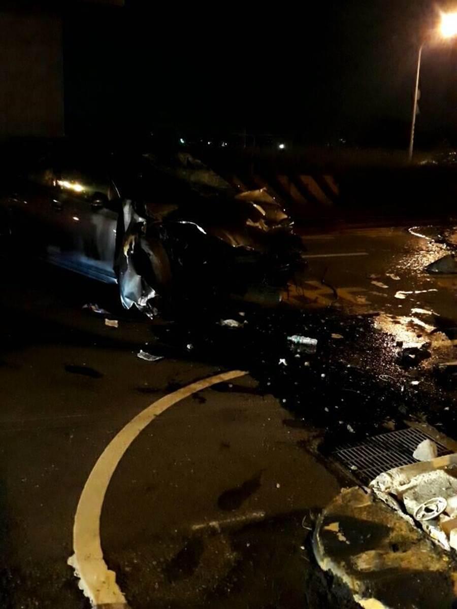 台南市歸仁區13日晚間發生1起嚴重汽機車車禍。(讀者提供/李宜杰台南傳真)