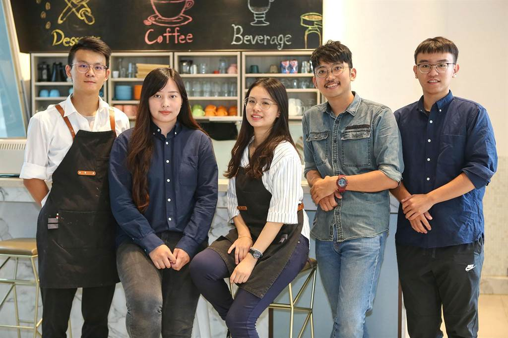 靜宜大學首創試營運基地「主顧咖啡」,由學生自主經營,扶助安心就學,點亮夢想希望!(陳世宗攝)