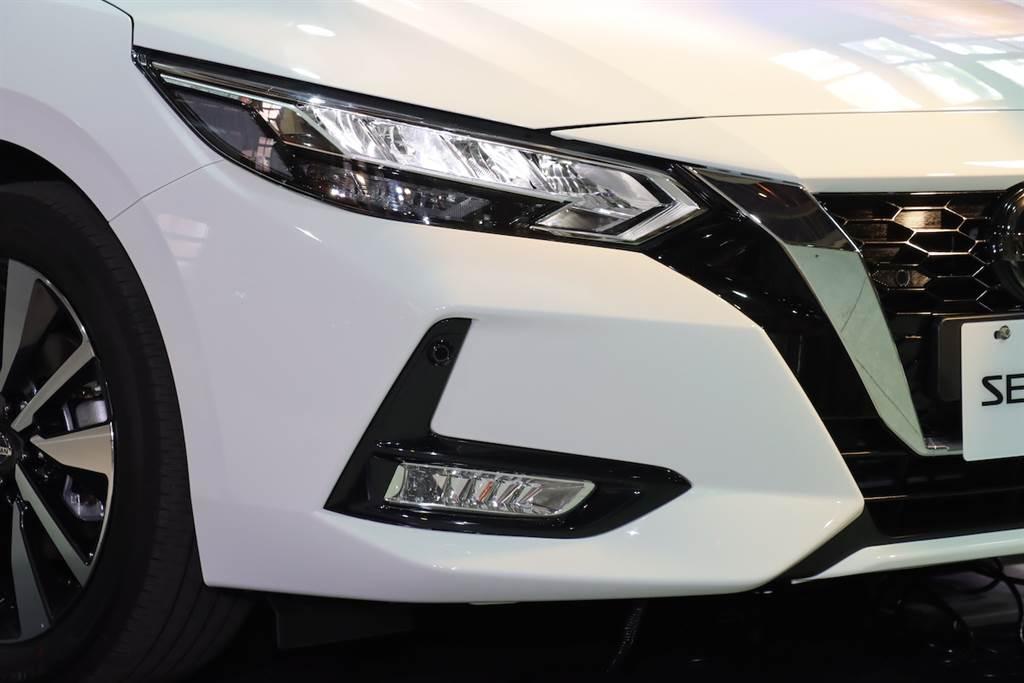 經銷商預售價 74.9 萬起、三種規格設定,全新 Nissan Sentra 1.6 華山 VIP 預賞會實拍