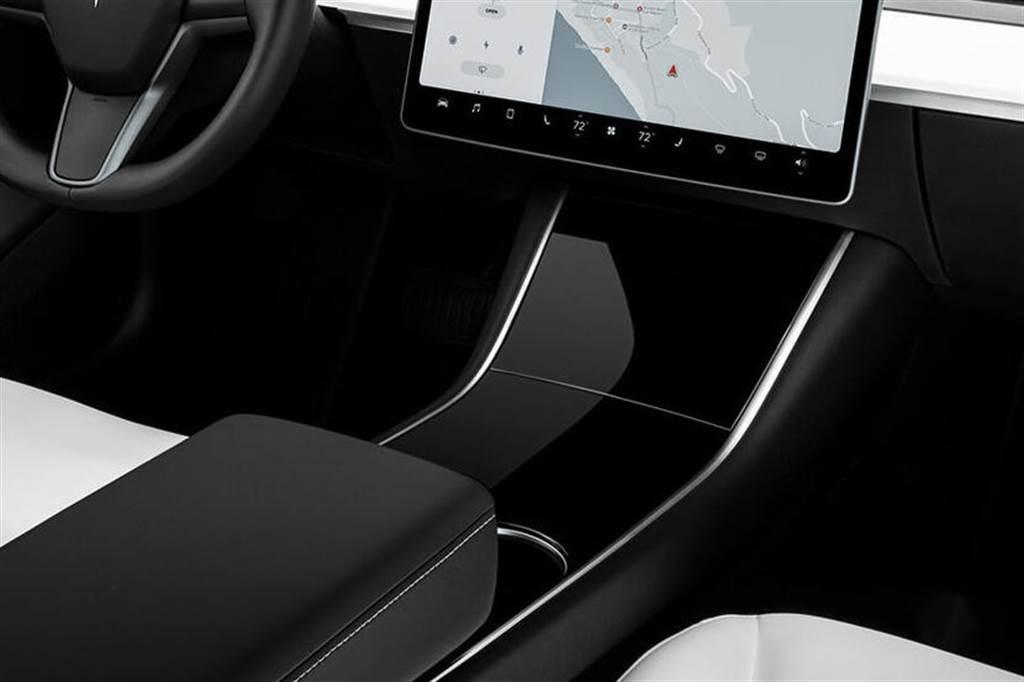 Model 3 驚傳七大更新!雙層玻璃、電動尾門、黑化窗框都入列,還可能有全新設計的方向盤和中控台?