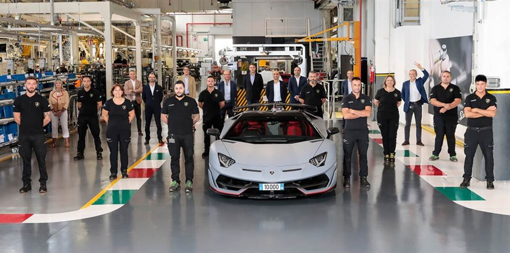 Lamborghini慶祝第一萬台Aventador誕生!