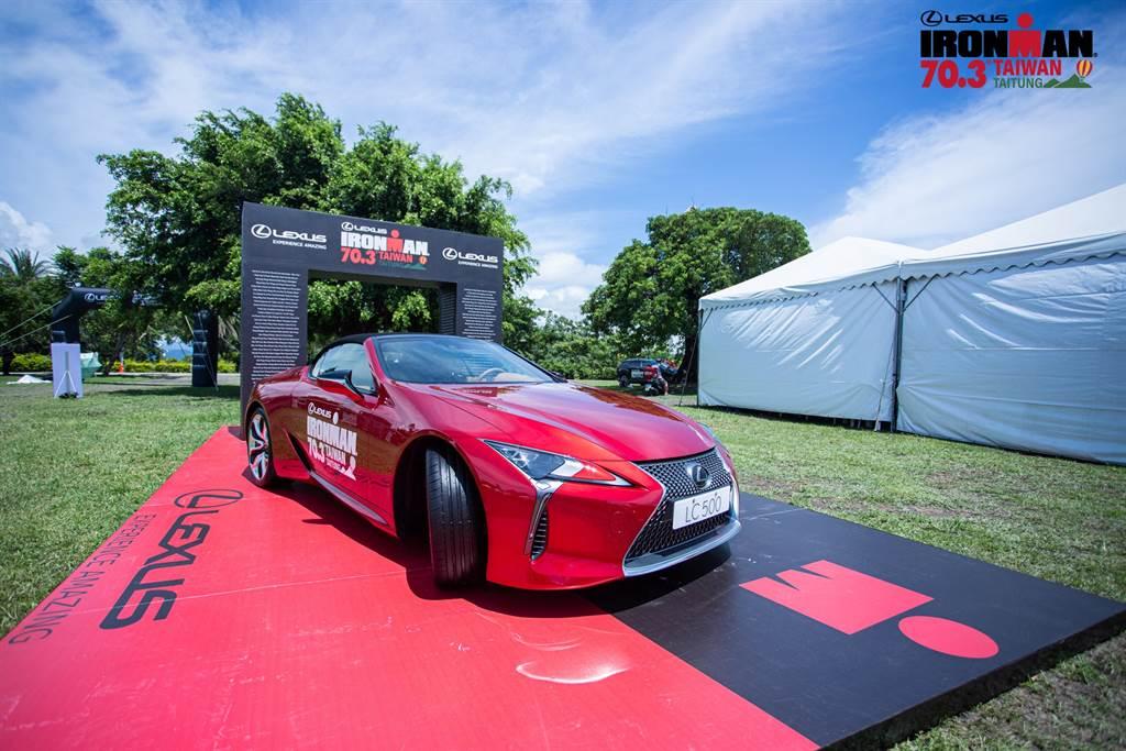 LEXUS最新敞篷車款 LC CONVERTIBLE,以優雅不失狂野的外型設計迎接選手凱旋歸來