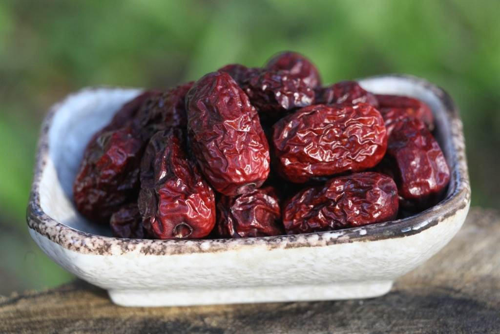 紅棗(英文:dates)是重要的藥材和食材。(圖/pixabay)