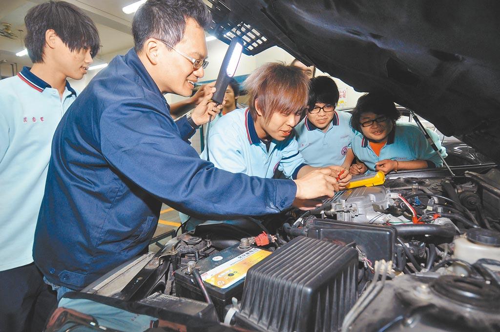 教育部應要求高職回到初衷,以培養學生「有好的技術能力」為重點,讓他們畢業能為業界所用,並因為專業而擁有不錯薪水。(本報資料照片)