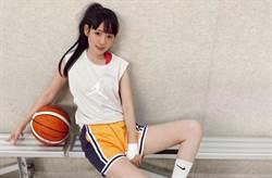 籃球正妹洗菜中空熱褲示範練肌 洩鉛筆腿緊緻美腰