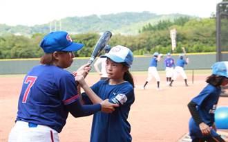 女生不只當球經 「好好來打球」女子棒球體驗營開跑