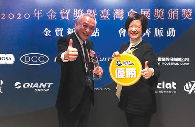 貿有展覽董事長張光球(左)、總經理劉苑玲(右)共享得獎喜悅。圖/業者提供