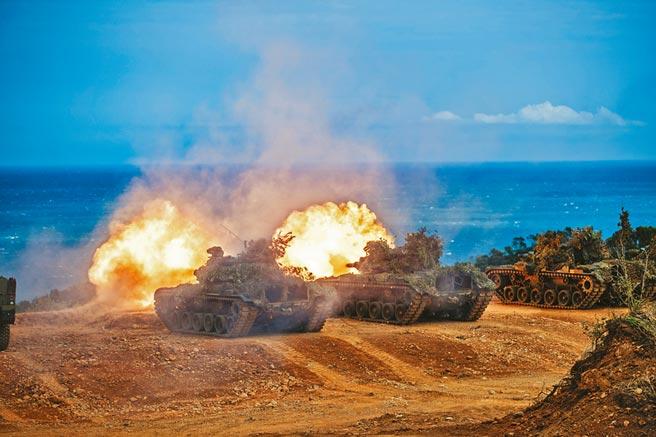 漢光兵棋推演今天登場,一連5天4夜不間斷,圖為漢光36號演習CM11戰車對海上目標射擊。(軍聞社)