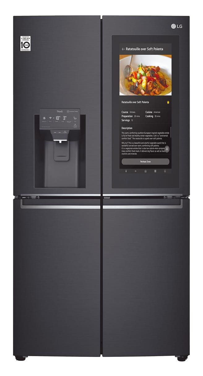 LG Smart InstaView敲敲看門中門冰箱,內建Alexa語音服務,能成為使用者的個人智慧助理,使用更方便。(LG Newsroom)