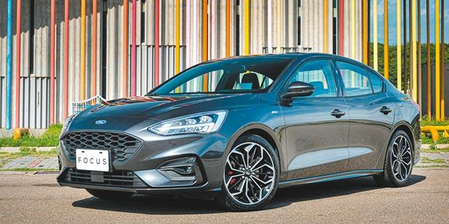 Ford Focus四門ST-Line Lommel德式運動房車,售價92.9萬元。(福特六和提供)