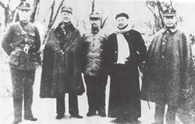 徐永昌(左起)、白崇禧、閻錫山、孔祥熙、何應欽。(本報系資料照片)