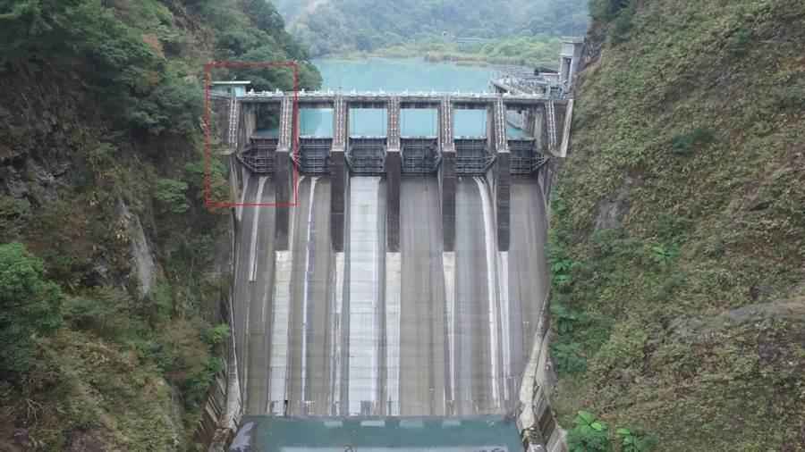 南投武界壩異常開啟造成野營民眾4死,台電漏夜調查後,確認是6號閘門絕緣線路不良造成。(圖:台電提供)