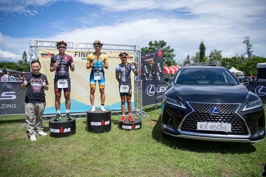 本次LEXUS派出豪華休旅RX為鐵人選手引路,陪同選手們完成游泳1.9公里、自行車90公里、21.1公里路跑的艱鉅挑戰