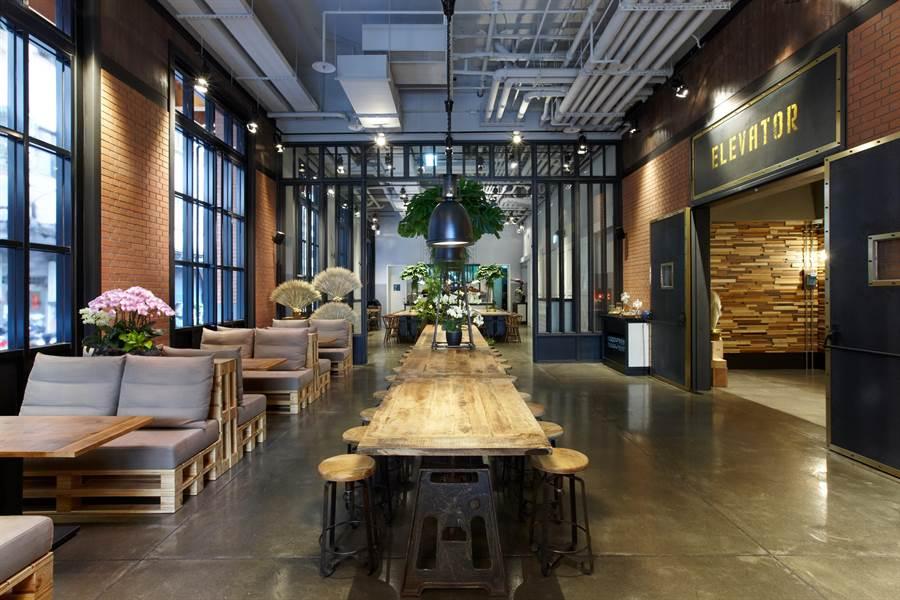 捷絲旅三重館的迎賓大廳與餐廳,設計感十足。(圖/捷絲旅三重館)