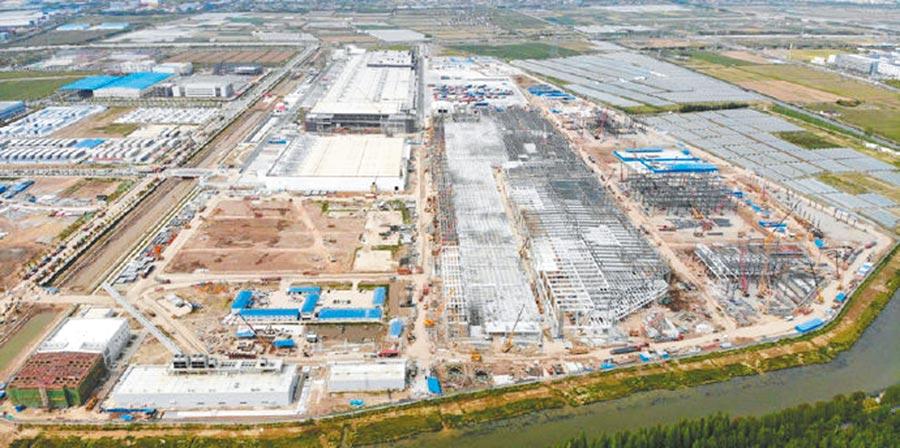 建設中的特斯拉上海超級工廠。(取自微博@特斯拉)