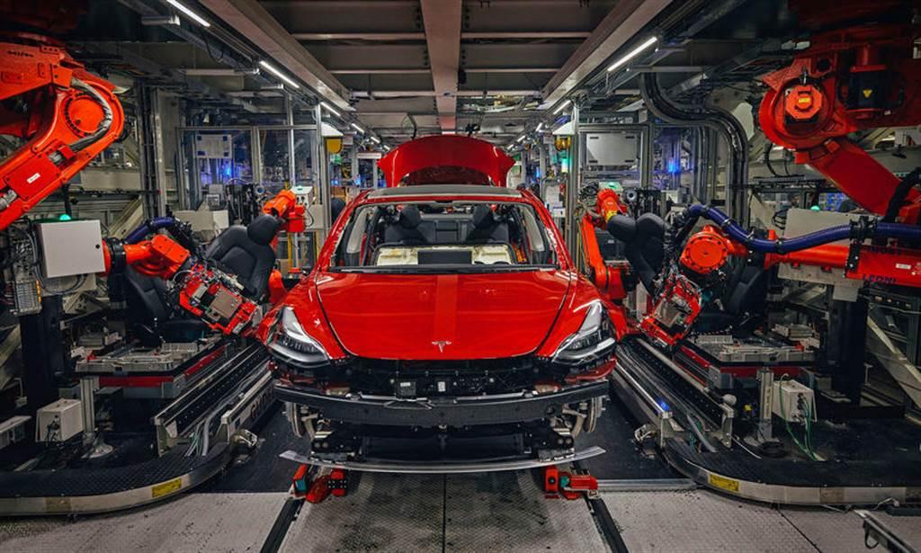 更新版 Model 3 已經運抵歐洲:搭載熱泵系統,但其他改款項目仍未出現