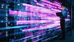 陸振華撒大數據天網 刺探人性弱點 監控全球240萬人