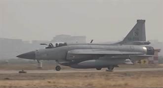 巴基斯坦JF-17戰機訓練任務墜毀 飛行員逃生