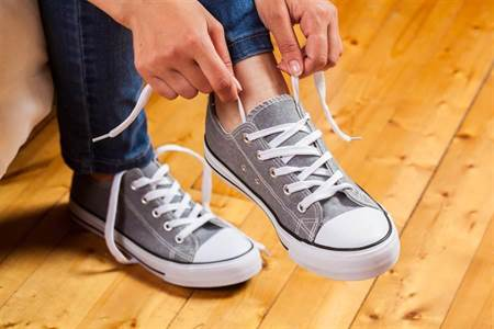 養生必看》鞋子穿多久該換?醫揭4常見警訊:背後恐藏大災難 - 生活頻道