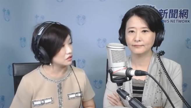 王淺秋(左)主持廣播節目,邀請台北市議員王鴻薇。(圖/摘自中廣新聞網 8點千秋萬事YouTube)