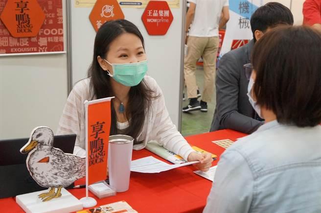 台中市府就博會協助「好市多」媒合逾230名求職者,創下九成的初步媒合率。(盧金足攝)