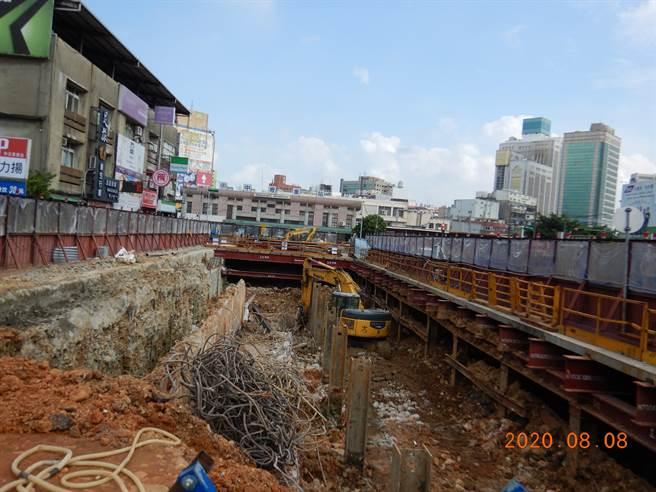 A23站健行路西側第1層淺挖作業說。(圖/鐵道局提供)