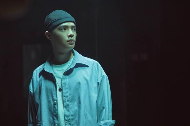 寰亞唱片年度新人曾柏鈞,日前發行首支創作單曲〈下毒〉。(寰亞唱片提供)
