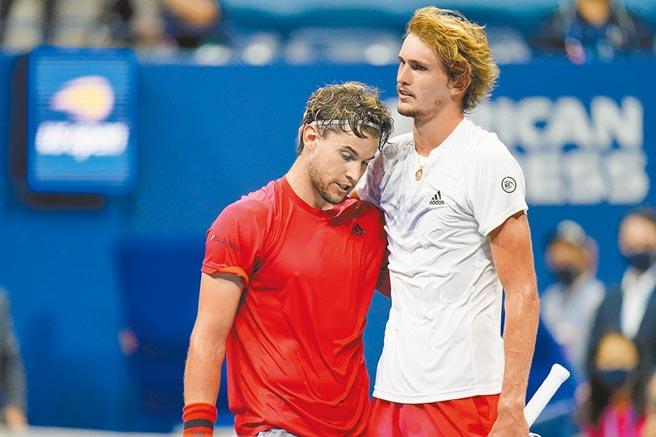 提姆(左)、小祖維瑞夫原本就是好友,比賽結果雖有勝負,兩人仍惺惺相惜。(美聯社)