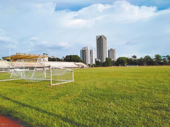 「八國聯軍」踢足球的田徑場。(作者提供)