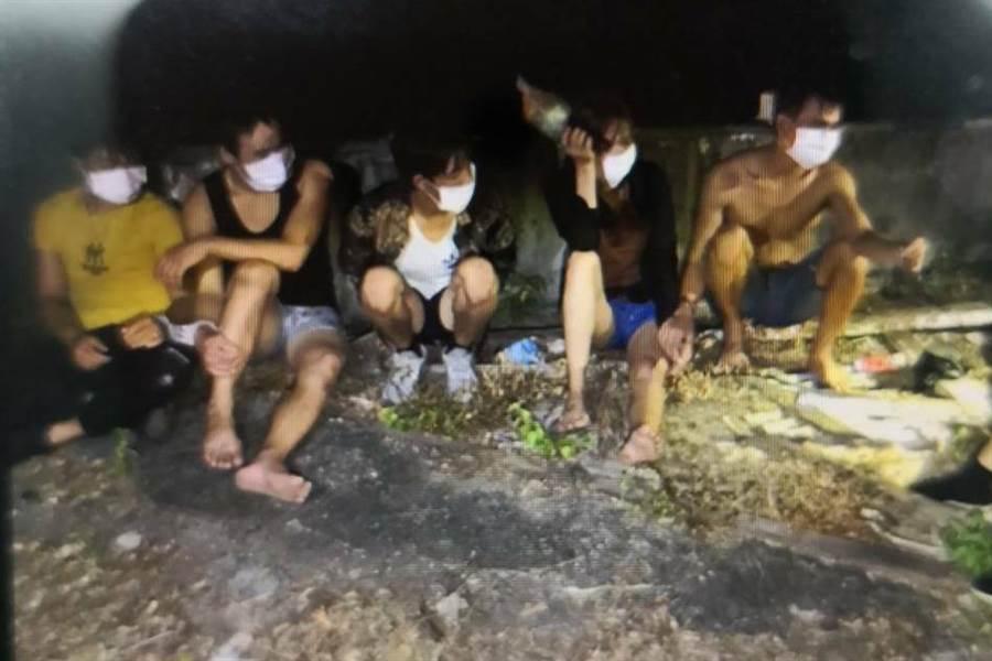 30名越南偷渡客跳海游上墾丁,海巡全面追緝中。(民眾提供非/謝佳潾屏東傳真)